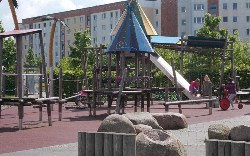 Spielplatz Groß Und Klein